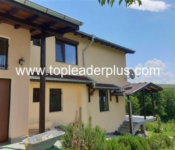 Продажба на къща в село на 6 км от град Сандански