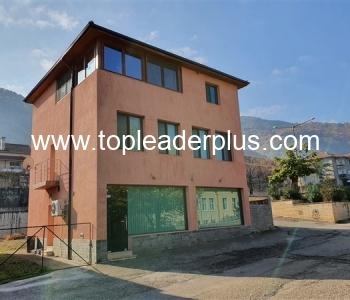 Продажба на къща в центъра на село, община Петрич
