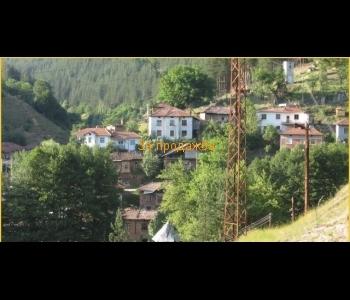 Вила в Малешевския балкан с красива панорама, разположена сред горски масиви