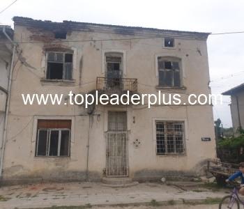 Двуетажна селска къща за продажба в село на 10 км от ГКПП Кулата-Промахон